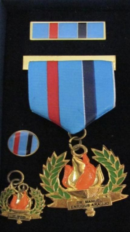 El Salvador Medal Dr. Manuel Enrique Araujo.jpg.png