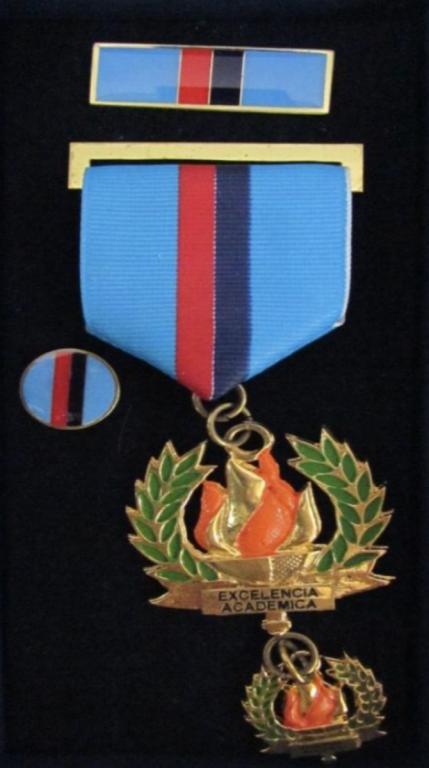 El Salvador Medal Excellencia Academica.jpg.png