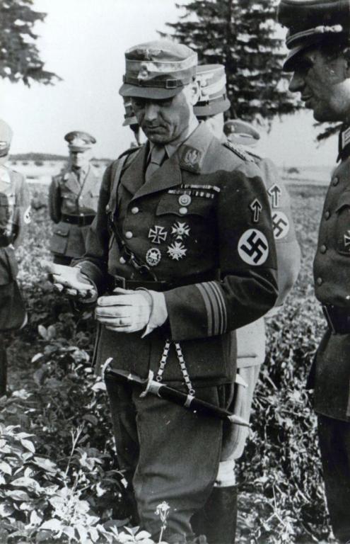 Lutze_53_12-14Aug1942_Inspection of SA-Gruppe Pommern.jpg