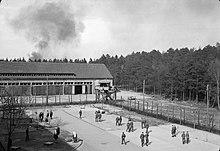 220px-British_POWs_at_Oflag_79_in_Brunswick_during_April_1945.jpg