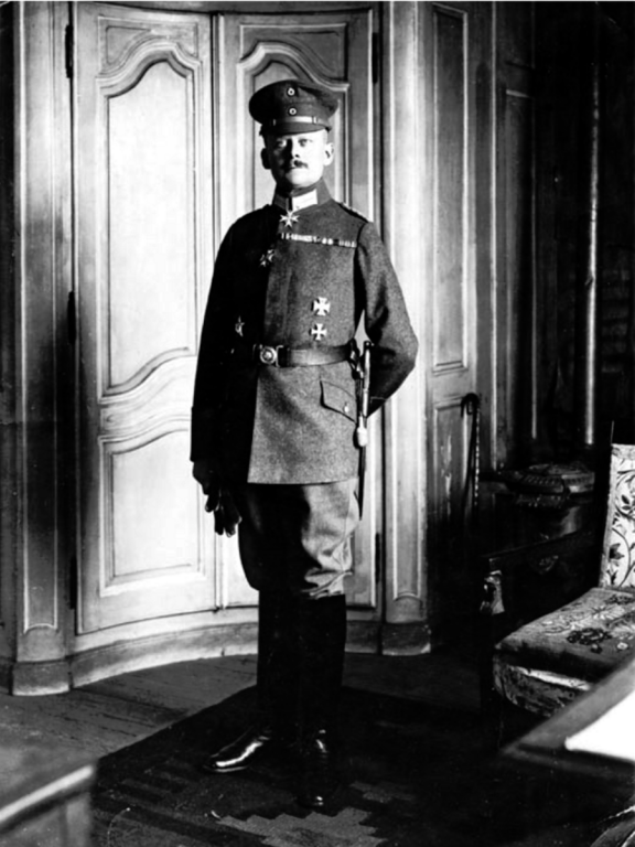 Major_Hans_Alexander_von_Voß,_Ostern_1918.png