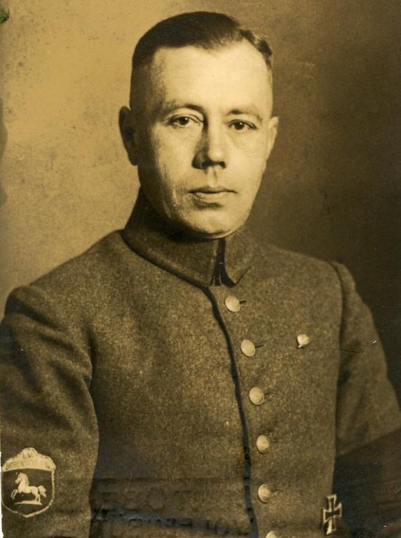 192X - Erich Beutnagel als Stahlhelmführer.jpg