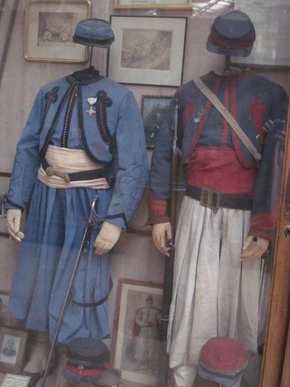 Uniforms_of_the_Belgian_Papal_Zouaves.JPG