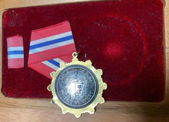 medaile-vyznamenani-cuba-solidaridad-84579567.jpeg