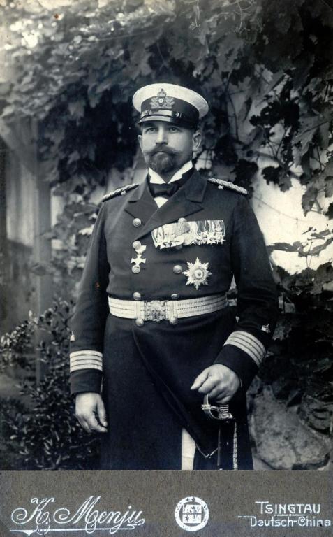 Fregattenkapitän Felix Funke im Jahre 1906 in Tsingtau als Chef des Stabes des Gouvernements Kiautschou (1903-1906).JPG