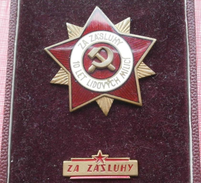 vyznamenani-za-zasluhy-10-let-lidovych-milici-etue-85975726.jpeg