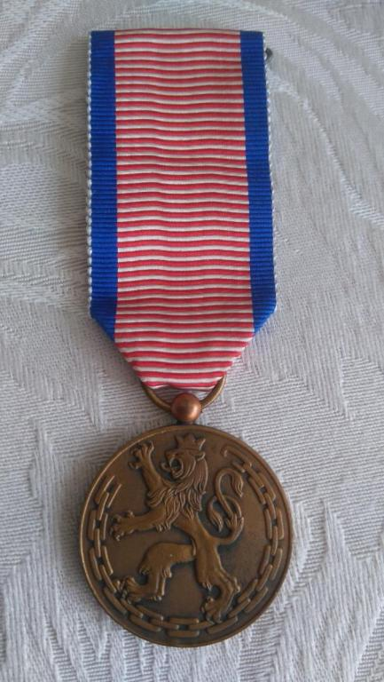 Luxembourg-Order_of_the_Resistance_Medal-O-E169[1].JPG