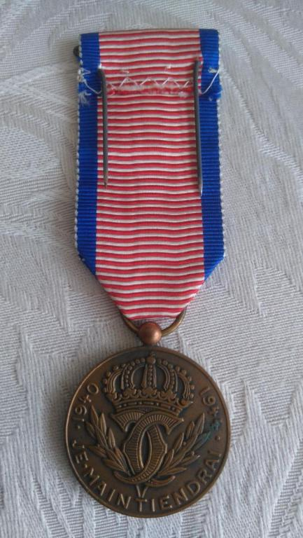 Luxembourg-Order_of_the_Resistance_Medal-R[1].JPG