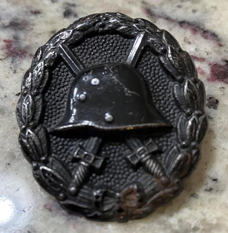 Screwback Wound Badge OBV.jpg