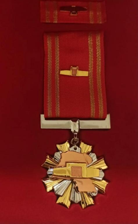 Kuwait Order of the Wall obverse close up.jpg