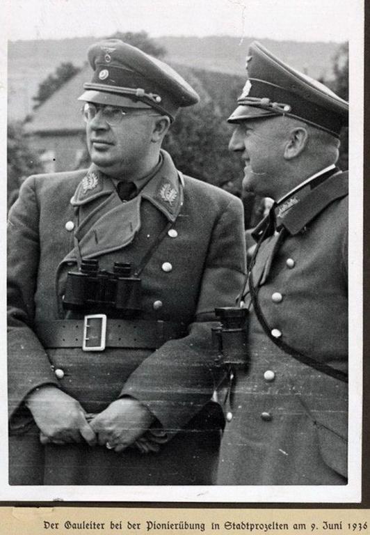 Leeb, Emil mit Gauleiter Dr. Otto Hellmuth.jpg