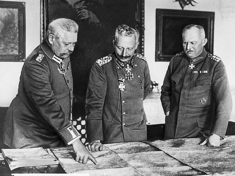 Paul-von-Hindenburg-William-II-Erich-Ludendorff.jpg