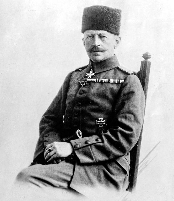 Erich Böhme als osmanischer Oberst.jpg
