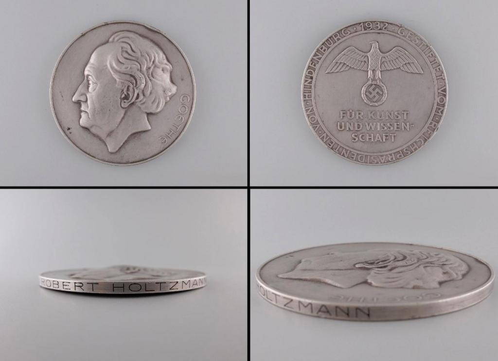 Goethe-Medaille_für_Kunst_und_Wissenschaft_für_Prof__Dr__Robert_Holtzmann.jpg