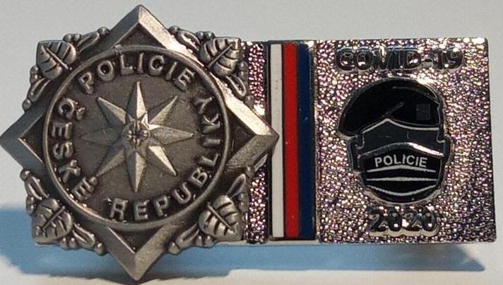 pcr-odznak-covid-19-policie-rouska-pin-respirator-policejni-94206223.jpeg