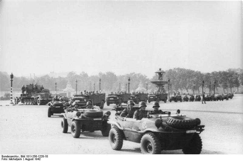 Bundesarchiv_Bild_101I-256-1228-10,_Paris,_Wehrmachtsparade.jpg
