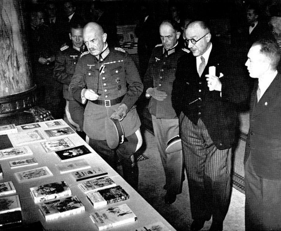 Bernhard von Claer (vorne), Oberfeldkommandant in Gent (1940-1942) und Lüttich (1943-1944).jpg