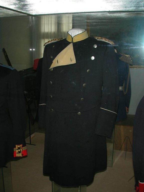 3dee23bb18cfe074950b201229bdc046--german-uniforms-military-uniforms.jpg