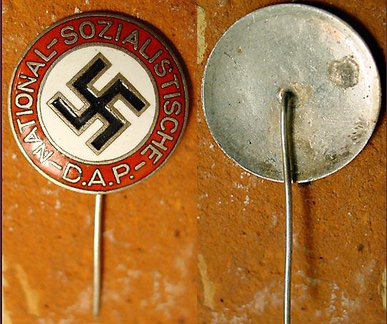 nazistickpinweb.jpg
